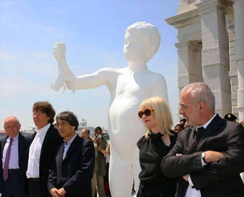 The contemporary art world, last week